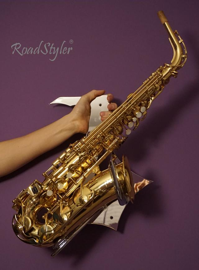 Wieszak ścienny do saksofonu